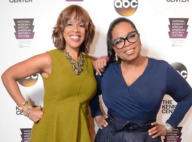 Gayle King (L) and her friend Oprah Winfrey (R)