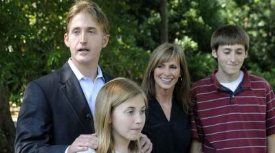 Terri Gowdy, her husband and Kids Photos
